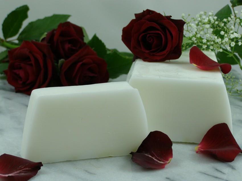 seife wei e rosen duft in seifen blumen pflanzen. Black Bedroom Furniture Sets. Home Design Ideas